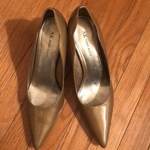 Ann Klein 2 inch pointy toe shoes shiny tan heels.